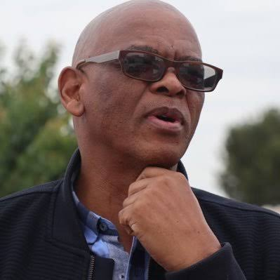 Ace Magashule hands himself over to the Hawks ahead of